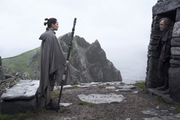 Star Wars: Gli ultimi Jedi, Daisy Ridley e Mark Hamill in una foto del film