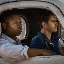 Mudbound: Jason Mitchell e Garrett Hedlund in una scena