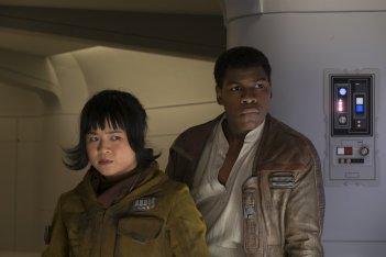 Star Wars: Gli Ultimi Jedi, John Boyega e Kelly Marie Tran in un momento del film
