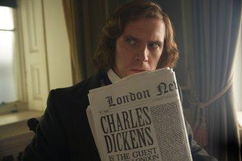 Dickens - L'uomo che inventò il Natale: Dan Stevens in una scena del film