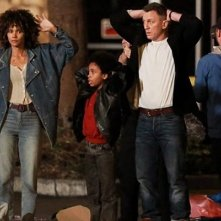 Kings: Halle Berry e Daniel Craig in una scena del film