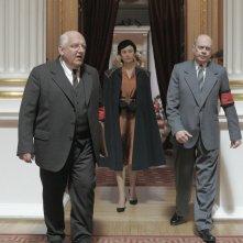 The Death of Stalin: Simon Russell Beale, Olga Kurylenko e Steve Buscemi in una scena del film