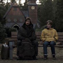 Dark: Andreas Pietschmann in una scena della serie