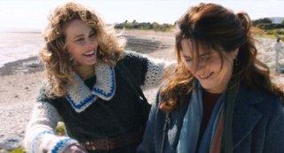 50 primavere: Agnès Jaoui e Pascale Arbillot in una scena del film
