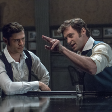 The Greatest Showman: Hugh Jackman e Zac Efron in un momento del film