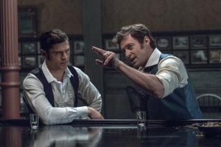 The Greatest Showman: Hugh Jackman e Zac Efron in un momento del film