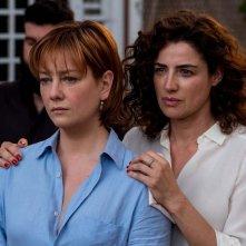 Napoli velata: Luisa Ranieri e Giovanna Mezzogiorno in un momento del film