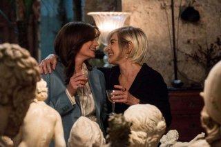 Napoli velata: Isabella Ferrari e Lina Sastri in un momento del film