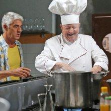 Natale da chef: Massimo Boldi e Biagio Izzo in una scena del film