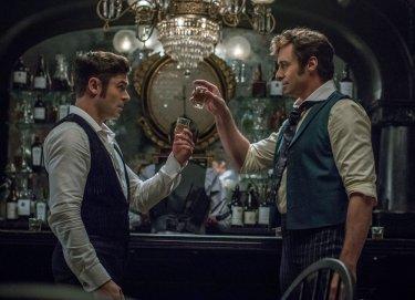 The Greatest Showman: una foto degli attori Zac Efron e Hugh Jackman