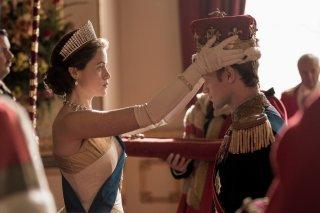 The Crown: Claire Foy e Matt Smith in una scena della seconda stagione
