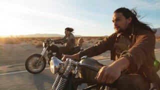 Jason Momoa in una scena di Road to Paloma