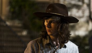 The Walking Dead: Chanderl Riggs in una scena dell'episodio E' così che deve essere