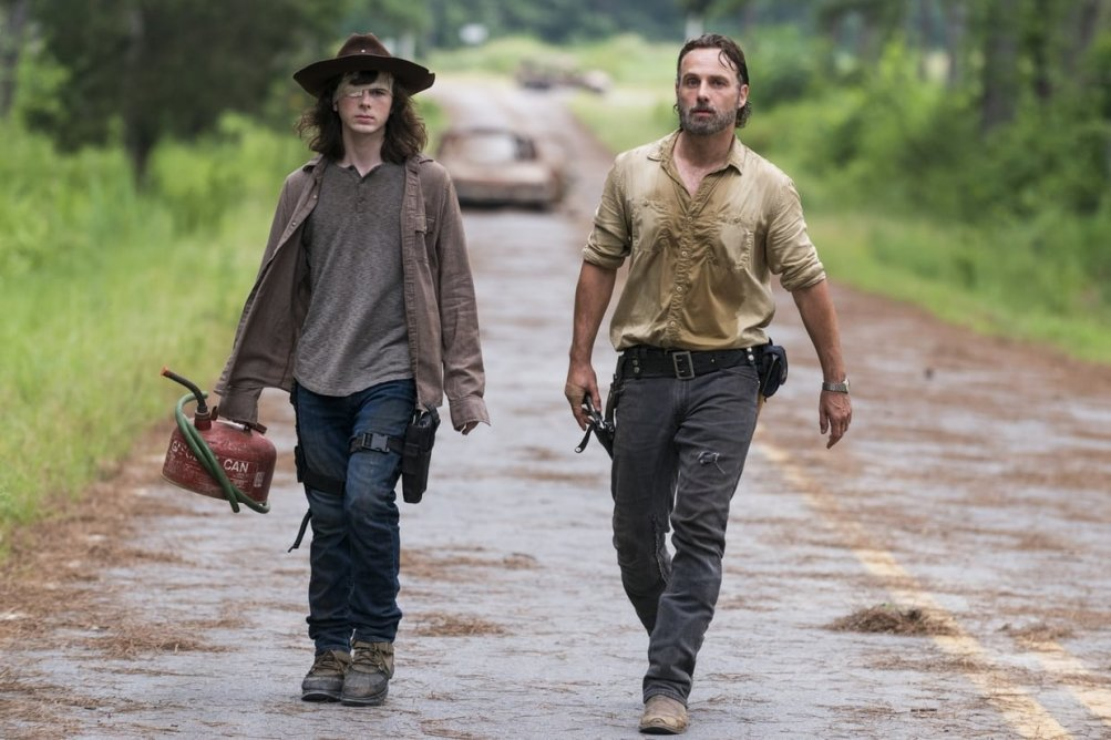 The Walking Dead: Andrew Lincoln e Chandler Riggs in una scena dell'episodio E' così che deve essere