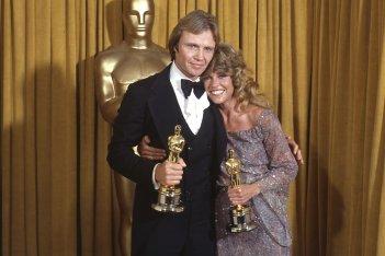 Jon Voight e Jane Fonda con gli Oscar vinti per Tornando a casa nel 1979