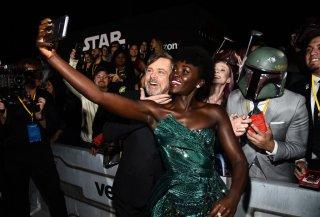 Star Wars: Gli Ultimi Jedi, Mark Hamill e Lupita Nyong'o, selfie alla premiere