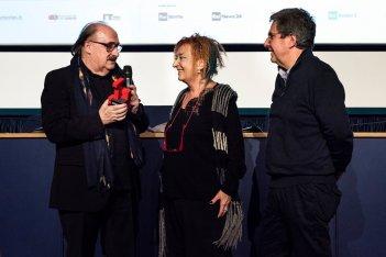 Pino Dnaggio riceve il Premio Torino da Emanuela Martini