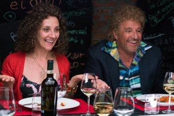 Poveri ma ricchissimi: Christian De Sica e Lucia Ocone in una scena del film