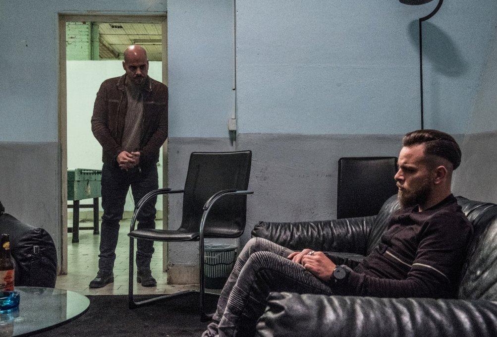 Gomorra - La Serie: Arturo Muselli con Marco D'Amore in una scena del nono episodio