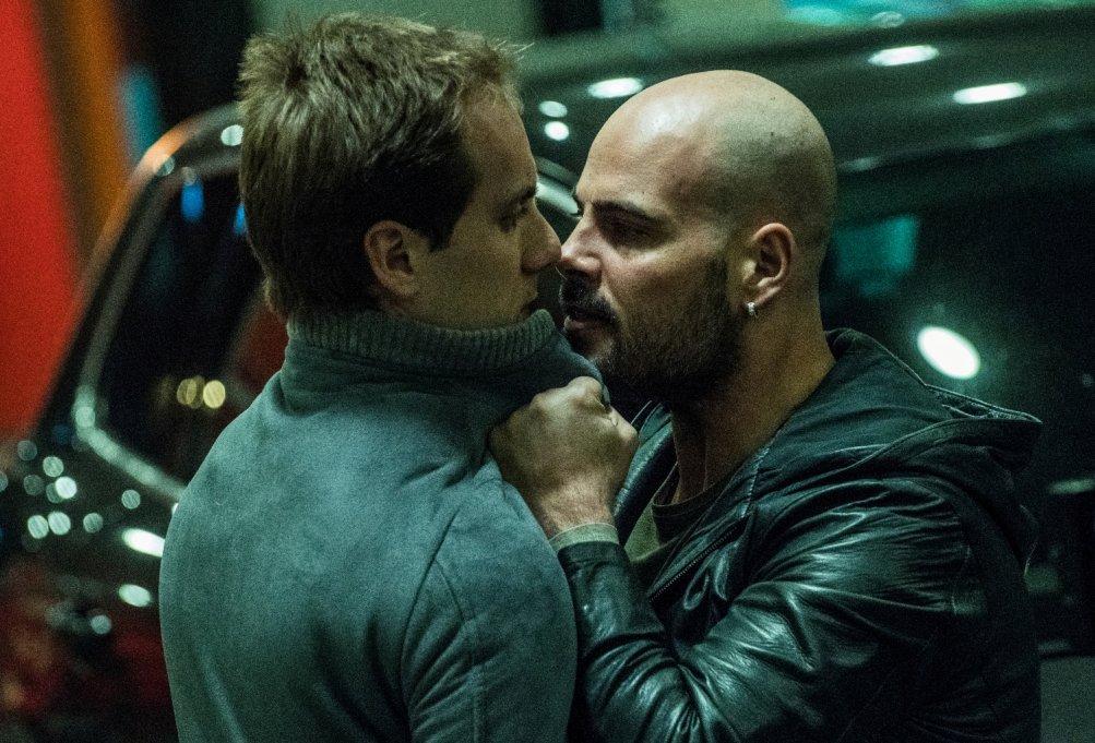 Gomorra - La Serie: Marco D'Amore con Loris De Luna in una scena del nono episodio