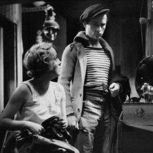 L'Atalante: Jean Dasté e Dita Parlo in una scena del film