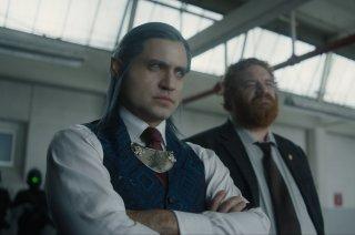 Bright: Edgar Ramirez e Happy Anderson in un momento del film