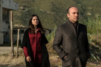 Gomorra: Ivana Lotito e Gianfranco Gallo in una scena del penultimo episodio