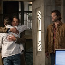 Supernatural: Misha Collins, Jared Padalecki e Alex Calvert nella stagione tredici