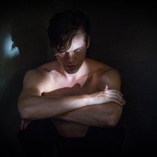 Supernatural: una scena con Alexander Calvert nella stagione tredici