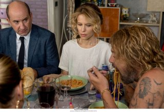 Come un gatto in tangenziale: Antonio Albanese e Sonia Bergamasco in un momento del film
