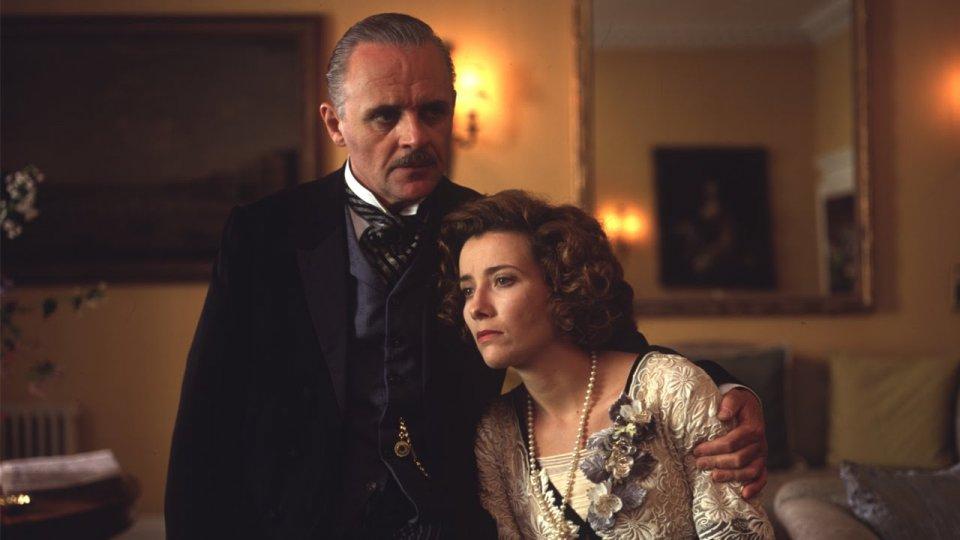 Casa Howard: Anthony Hopkins ed Emma Thompson in una scena del film