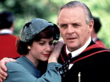 Viaggio in Inghilterra: Anthony Hopkins e Debra Winger in una scena del film