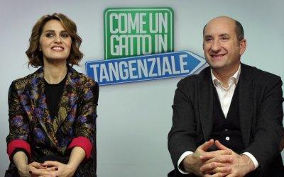 """Cortellesi e Albanese ancora insieme in Come un gatto in tangenziale: """"Antonio è perfetto, come Mary Poppins"""""""