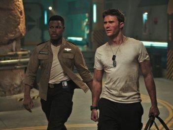 Pacific Rim: Uprising, Scott Eastwood e John Boyega in una scena