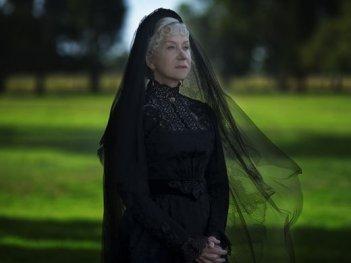 La vedova Winchester: Helen Mirren in una scena del film horror