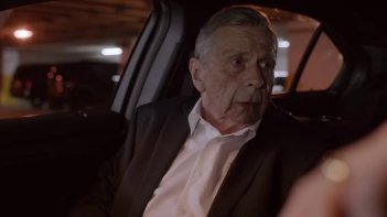 X-Files: William B. Davis in una scena della premiere della undicesima stagione