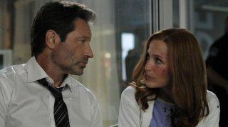 X-Files: David Duchovny e Gillian Anderson in una scena della premiere della undicesima stagione