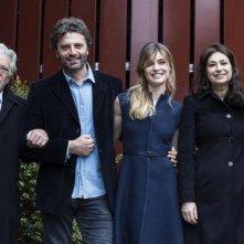 Romanzo famigliare: un'immagine promozionale del cast della fiction