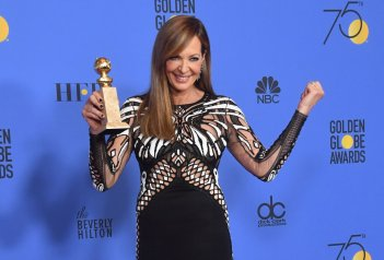 Allison Janney con il Golden Globe vinto per I, Tonya