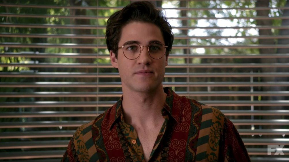 The Assassination of Gianni Versace: American Crime Story, Darren Criss in una scena della serie