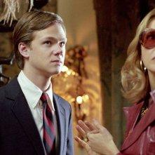 Correndo con le forbici in mano: Joseph Cross e Annette Bening in una scena del film