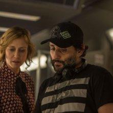 L'uomo sul treno - The Commuter: il regista Jaume Collet-Serra e Vera Farmiga sul set del film