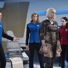 The Orville: Seth MacFarlane, Adrianne Palicki e Halston Sage in una scena della prima stagione