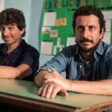 Immaturi - La serie: Luca Bizzarri e Michele La Ginestra in una scena della fiction