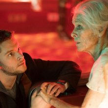Philip K. Dick's Electric Dreams: Geraldine Chaplin e Jack Reynor in una scena dell'episodio Impossible Planet
