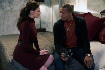 Philip K. Dick's Electric Dreams: Lara Pulver e Terrence Howard in una scena dell'episodio Real Life