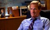 The Looming Tower: Jeff Daniels e Alec Baldwin nel primo trailer della serie Hulu