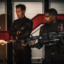 Fahrenheit 451: Michael B. Jordan e Michael Shannon in una scena