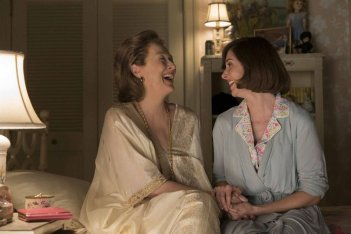 The Post: Meryl Streep e Alison Brie in una scena del film