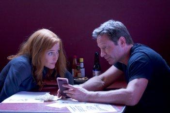 """X-Files: Gillian Anderson e David Duchovny nell'episodio """"This"""""""